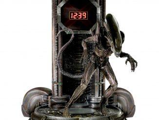 Alien Clock With Sculptural Xenomorph Figure