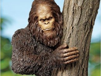 Bigfoot Tree Yeti Sculpture