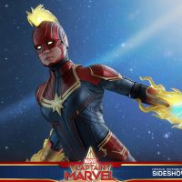 Captain Marvel Deluxe Energy Blast Sixth Scale Figure