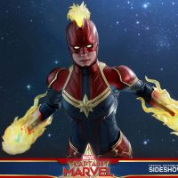 Captain Marvel Deluxe Energy Blasting Sixth Scale Figure