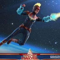 Captain Marvel Deluxe Mohawk Sixth Scale Figure