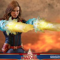 Captain Marvel Energy Fists Sixth Scale Figure