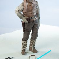Commander Luke Skywalker Hoth Sixth-Scale Figure with Accesories