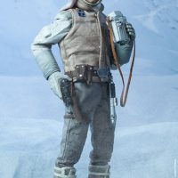 Commander Luke Skywalker Hoth Sixth-Scale Figure with Binoculars