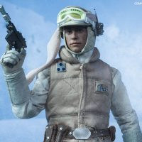 Commander Luke Skywalker Hoth Sixth-Scale Figure with Blaster