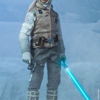 Commander Luke Skywalker Hoth Sixth-Scale Figure with Blaster and Lightsaber