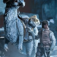 Commander Luke Skywalker Hoth Sixth-Scale Figure with Tauntaun 2