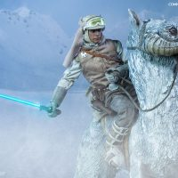 Commander Luke Skywalker Hoth Sixth-Scale Figure with Tauntaun