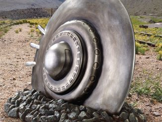Crash Landing Flying Saucer Alien Spacecraft Statue