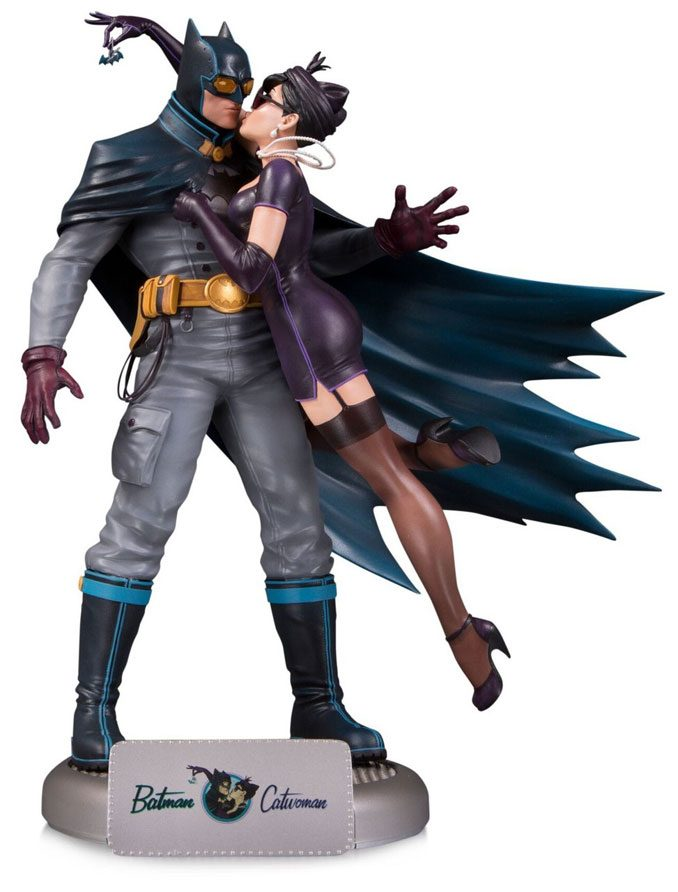 DC Bombshells Batman and Catwoman Deluxe Statue