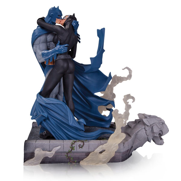 DC Collectibles Hush Batman and Catwoman Kiss Statue