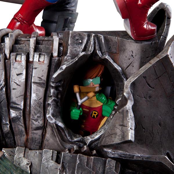 DC Collectibles The Dark Knight Returns Superman Vs Batman Statue