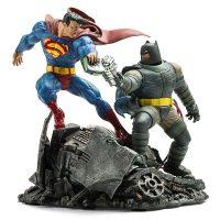 DC Comics Dark Knight Returns Batman vs. Superman Statue