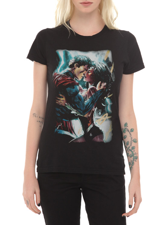 DC Comics Superman And Wonder Woman Kiss Girls T-Shirt
