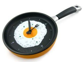 Frying Pan Egg Omelet Modern Design Wall Clock