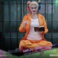 Harley Quinn Prisoner Version Sixth-Scale Figure 2