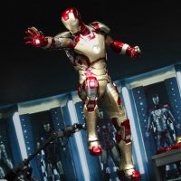 Iron Man Mark XLII Power Pose Series Sixth Scale Figure