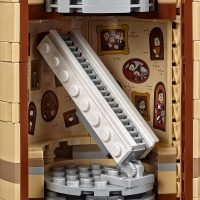 LEGO Harry Potter Hogwarts Castle Moving Staircase