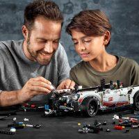 LEGO Technic Porsche 911 RSR Building Set