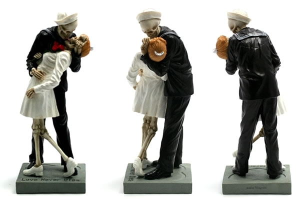Love Never Dies - Kissing the War Goodbye Decoration