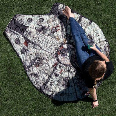 Millennium Falcon Picnic Blanket