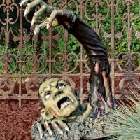 Outbreak of the Undead Zombie Statue