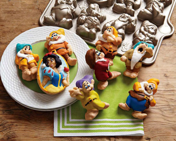 Snow White & The Seven Dwarfs Cakelet Pan