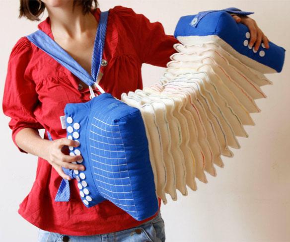 Soundless fabric accordion pillow