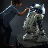 Star Wars R2-D2 Life-Size Figure_small