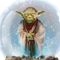 Star Wars Yoda Musical Glitter Globe Detail
