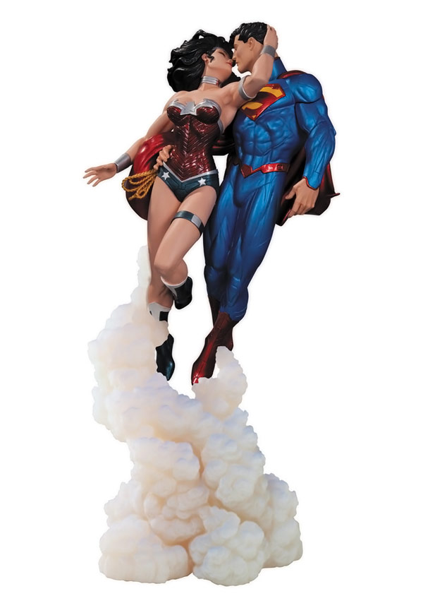 Superman and Wonder Woman The Kiss