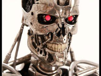 Terminator T800 Endoskeleton Life-Sized Figure Close Up