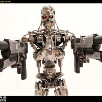 Terminator T800 Endoskeleton Life-Sized Figure Taking Aim