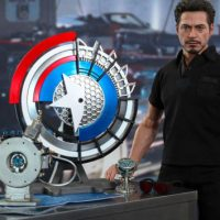 Tony Stark with Arc Reactor Collectible Set