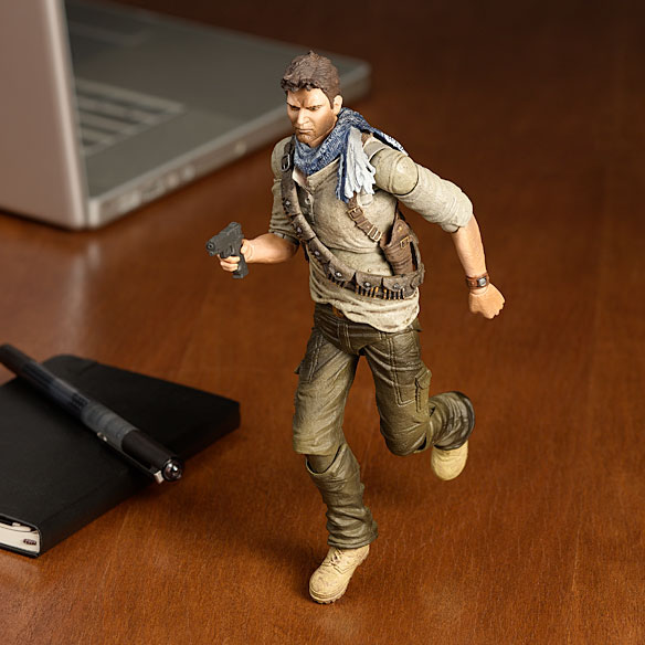 Uncharted Drake Play Arts Kai Deluxe Action Figure