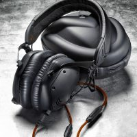 V-MODA-Unveils-Crossfade-M-100-Metal,-Customizable,-Over-Ear-Headphones