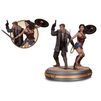 wonder-woman-and-steve-trevor-movie-statue_small