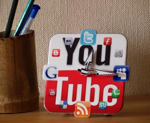 YouTube Icon Table Clock mini