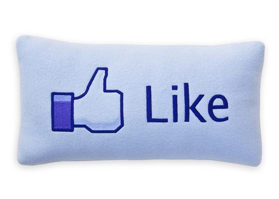 LAJKUJETE LI ?  - Page 2 Facebook-like-pillow