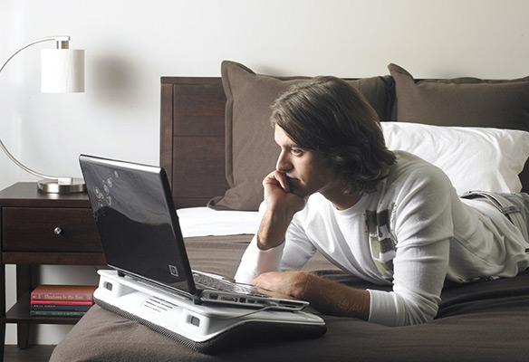 Laptop Desk N700 in Bed