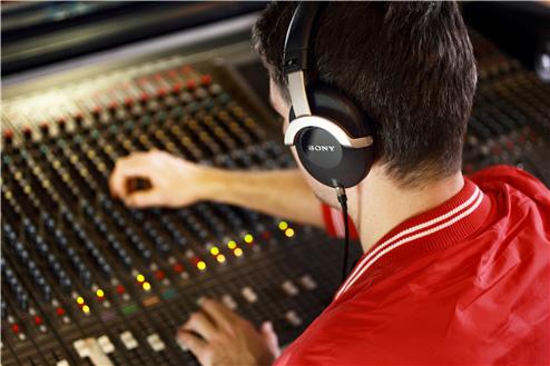 Sony MDRZ1000 Professional Studio Monitor Headphones